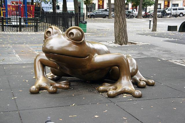 カエルの像